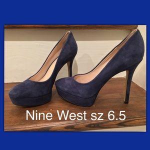 Nine West suede platform pumps in Navy. Size 6.5